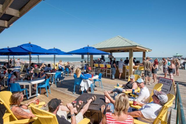 avocet-hospitality-pier-101-folly-beach-outdoor-bar-2