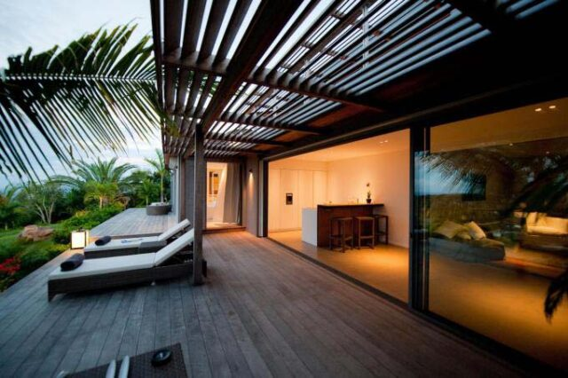 st-barth-exclusive-villa-casa-tigre-patio-sunbed
