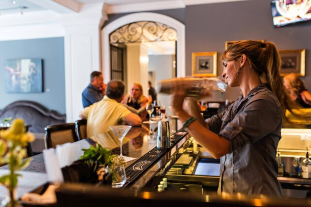 the-drawing-room-restaurant-charleston-restaurant-bartender